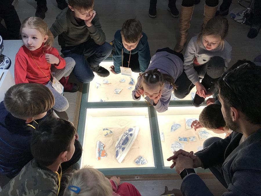 В рамках проекта «Маленький реставратор» 2 декабря 2018 года состоялась экскурсия и мастер-класс в Музее архитектурной художественной керамики «Керамарх»